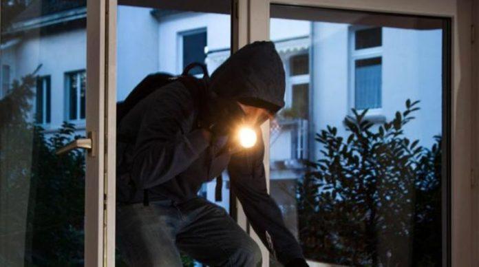 Sorrento: Carabinieri arrestano giovanissima coppia di ladri d'appartamento