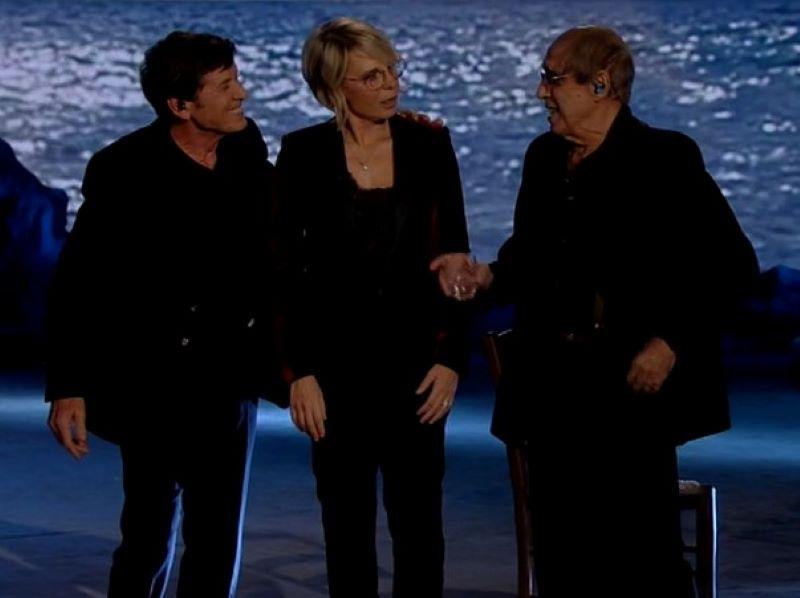 """Adrian, l'ironico dilemma di Celentano: """"Devo cantare o parlare al pubblico?"""""""