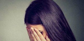 Bullismo, 14enne disabile picchiata a scuola e poi umiliata sui social: denuncia