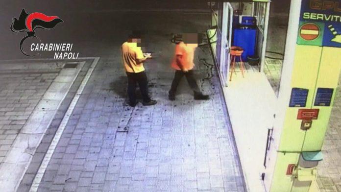 Rapinava le pompe di benzina a Casalnuovo e Sant'Anastasia, arrestato