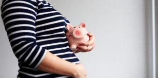 Manovra finanziaria, ecobonus sui conti correnti: ci saranno sgravi per le neo mamme?