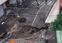 Maltempo a Napoli, enorme voragine ai Ponti Rossi: sgomberate ben 25 famiglie