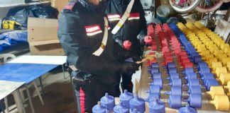 Pompei, scoperto deposito di bombe e droga sotto le abitazioni