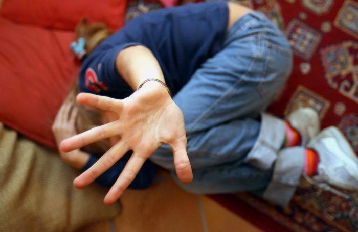 Orrore a Caserta, abusi su due fratelli di 11 e 12 anni: arrestato un 57enne