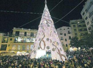 Salerno, sabato l'accensione del maxi albero di Natale: ci sarà anche il governatore De Luca