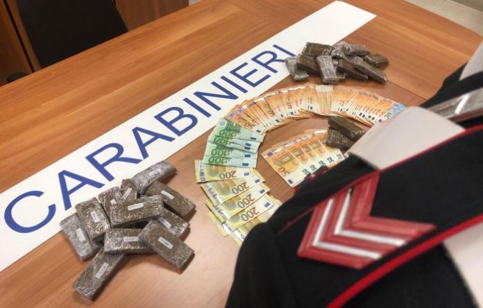 Napoli, controlli dei Carabinieri: un arresto e sei denunce