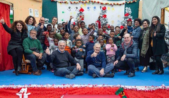Castel Volturno: carico di doni degli anziani per i bimbi immigrati e bisognosi