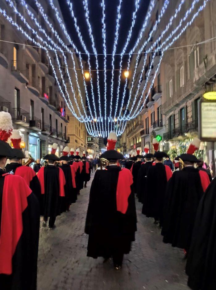 Napoli: il Buon Natale della Fanfara dei Carabinieri tra le strade del Centro