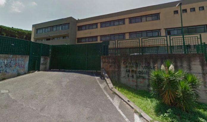 Istituto Virgilio di Pozzuoli, sospese le lezioni per atti vandalici