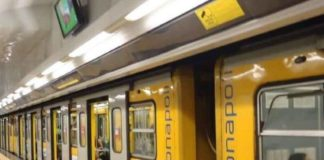 Napoli, tensione in Linea 1 della Metropolitana: fumo e scintille da un treno