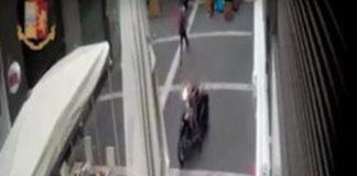 Napoli, scipparono collier a una turista in via Toledo: due arresti
