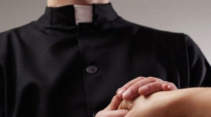 Ercolano, sacerdote arrestato per violenza sessuale su persona disabile: il NOME