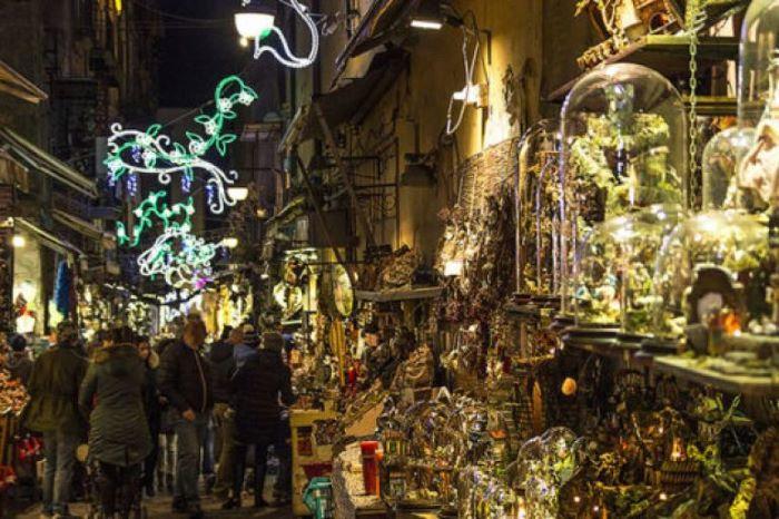 San Gregorio Armeno, solito boom di visitatori: arriva il senso unico pedonale