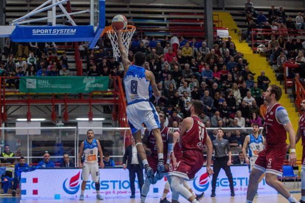 Basket. La Gevi Napoli torna al successo: battuta Trapani 62