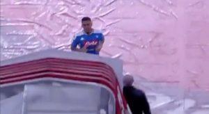 Allan out per Napoli-Lazio, la società smentisce la punizione: è infortunato