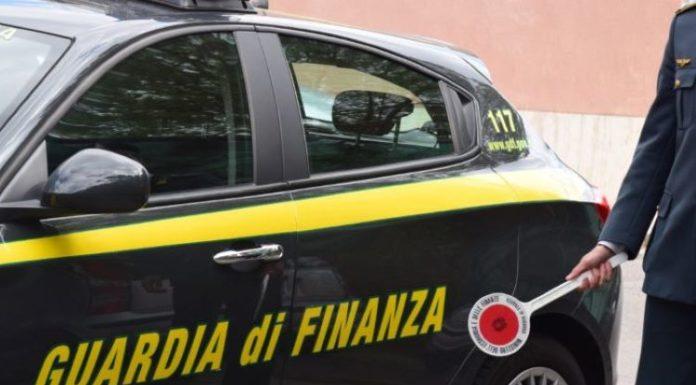 Controlli a Napoli: i finanzieri denunciano due pescatori di frodo