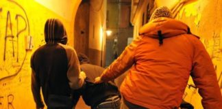 Baby gang accoltellò 14enne nel parcheggio del Vulcano Buono: tre arresti