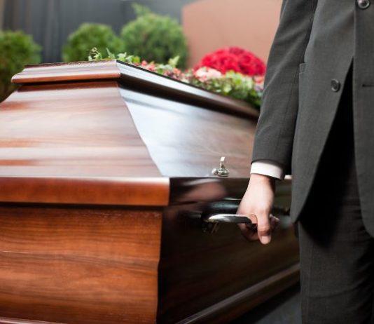 India: donna dichiarata morta dai medici… si risveglia durante il suo funerale