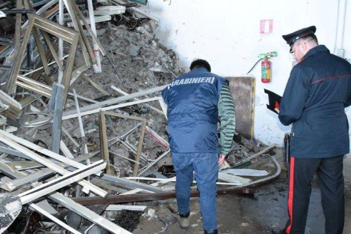 Grumo Nevano e Casandrino, stoccaggio illecito di rifiuti: denunce e sequestri