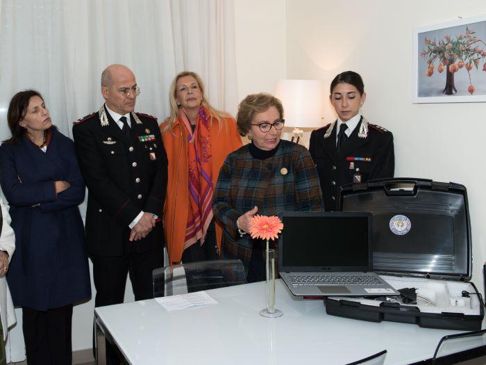 Soroptimist dona all'Arma un kit per registrare denunce delle vittime di violenza