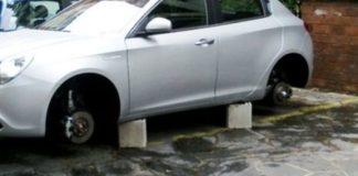 Napoli: scatta l'allarme per i furti di pneumatici a Chiaia e Posillipo