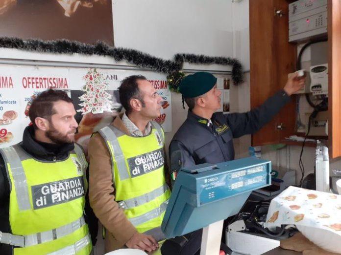 Aversa, ennesimo furto di energia elettrica col magnete: danno da 29mila euro