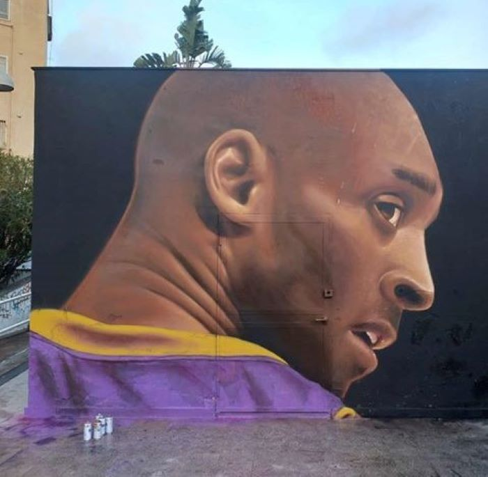 Jorit, omaggio a Kobe Bryant: un murale per lui a Napoli