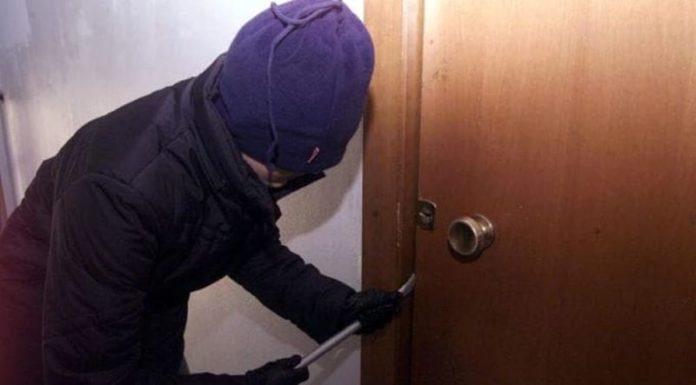 Casavatore, svaligiano appartamento in via Locatelli. 23enne arrestato. E' caccia ai complici