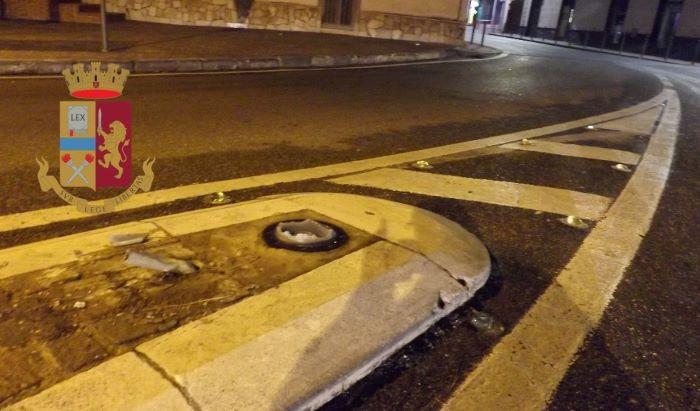 Pozzuoli, abbatte segnale stradale con la sua auto: fermata una 28enne