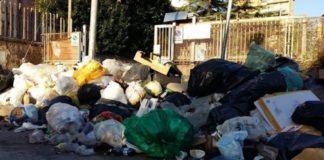 """Rifiuti a Napoli, l'assessore Del Giudice: """"A terra ancora 200 tonnellate"""""""