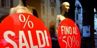 Saldi in Campania al via, ma a Napoli non ci sono file davanti ai negozi