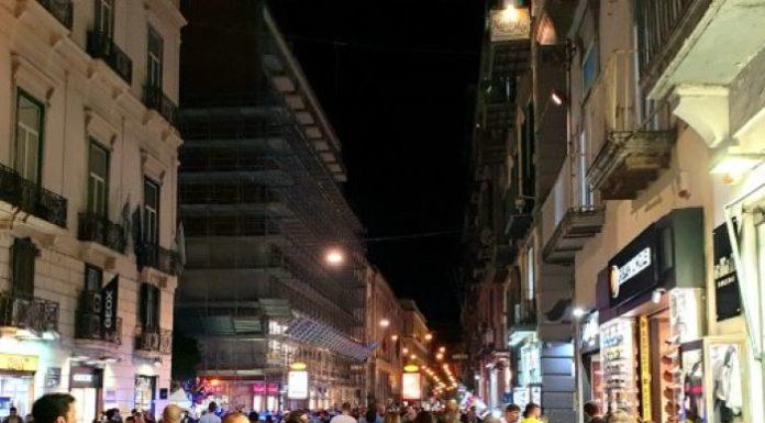 Napoli, paura in via Toledo: spari tra la folla durante la notte di Capodanno