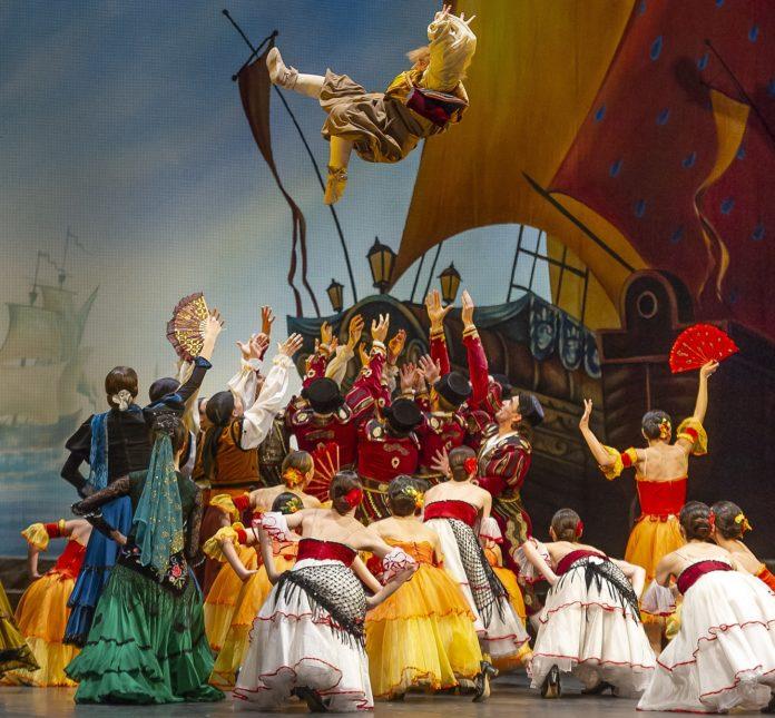 Maria Kochekova e Daniil Simkin alteatro SanCarlo per Don Quijotedi Minkus