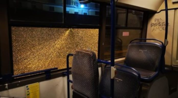Monterusciello, sassaiola contro un bus: vetri rotti e autista illeso