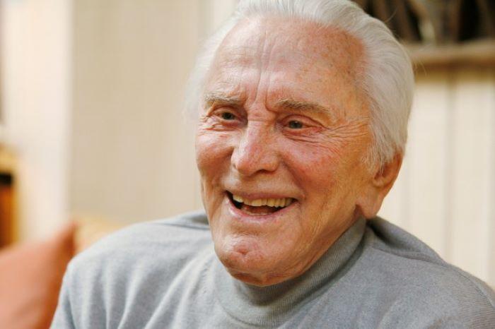 Morto Kirk Douglas: se ne va a 103 anni uno degli attori simbolo di Hollywood