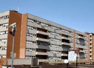 Benevento, auto sbatte contro una fontana: 77enne ricoverato al Rummo