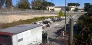 Ponticelli, scaricavano rifiuti speciali vicino a una scuola: due denunciati