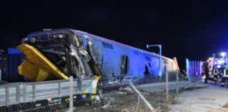 Lodi, deraglia un treno: morti due macchinisti e 27 feriti