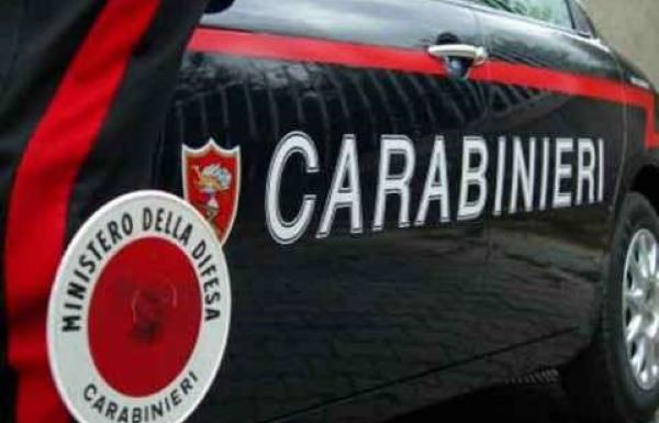 Giugliano, prova a corrompere i carabinieri durante il controllo con 40 euro