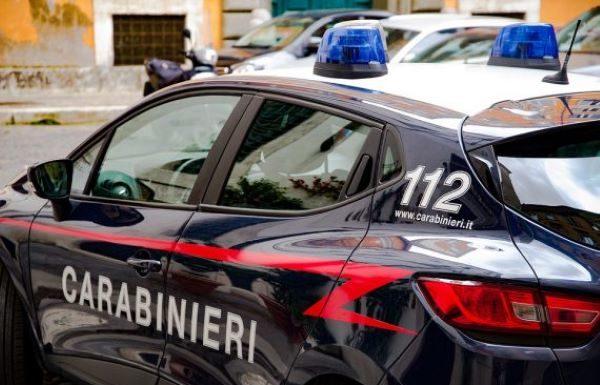 Napoli, Ponticelli: Fabbrica di detersivi abusiva con 4 lavoratori in nero. Due denunce