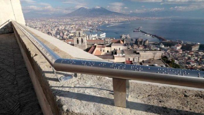 Napoli: ecco il corrimano per non vedenti che mostra le bellezze della città