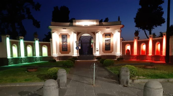 Parco Archeologico di Ercolano, la facciata illuminata dal tricolore italiano