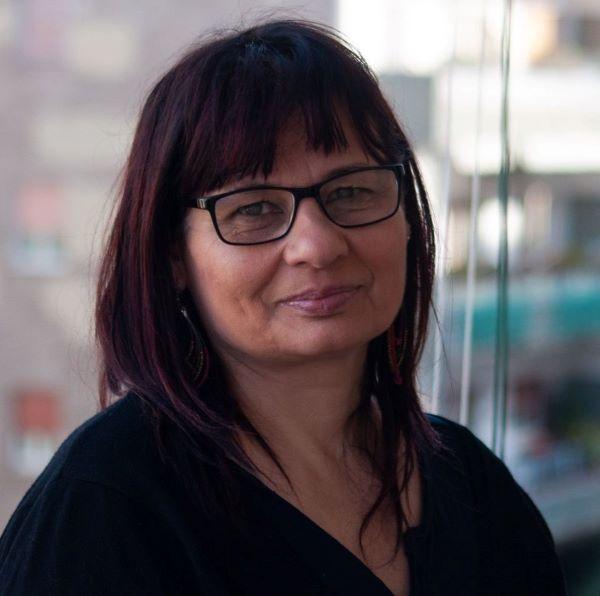 Il vento trascina: ecco il romanzo di Loredana De Vita sulla tratta delle immigrate