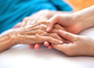 Coronavirus a Napoli, scoperta casa per anziani dopo un decesso: blitz dei Nas