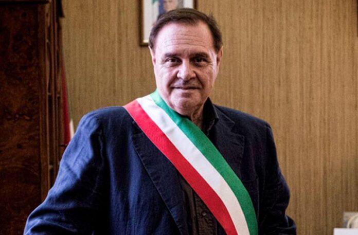 Benevento: il sindaco Mastella raccoglie 120mila euro per acquistare respiratori