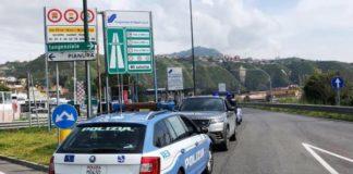 Tangenziale di Napoli: Donna circola a piedi e armata di coltello. Bloccata dalla Stradale