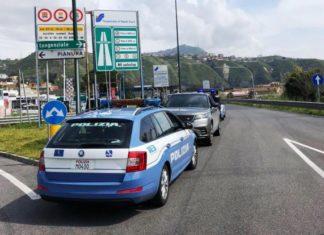 Napoli, controlli anti Covid 19 sulla Tangenziale: Polizia blocca auto contromano