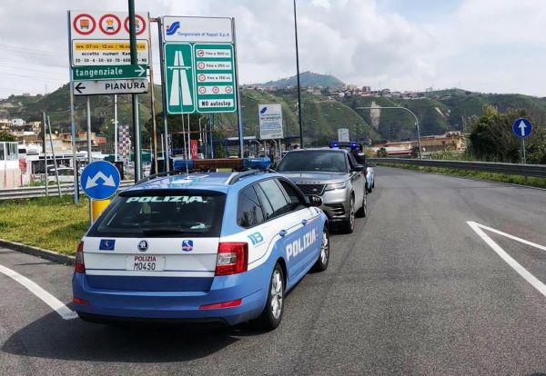 Tenta il suicidio sulla Tangenziale di Napoli: donna salvata dalla Polizia Stradale