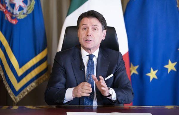 """Il premier Giuseppe Conte: """"Blocco totale e chiusura scuole saranno prorogati"""""""