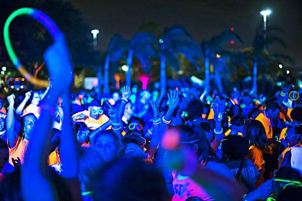 Pozzuoli, rave party sulla spiaggia con centinaia di ragazzi: inchiesta
